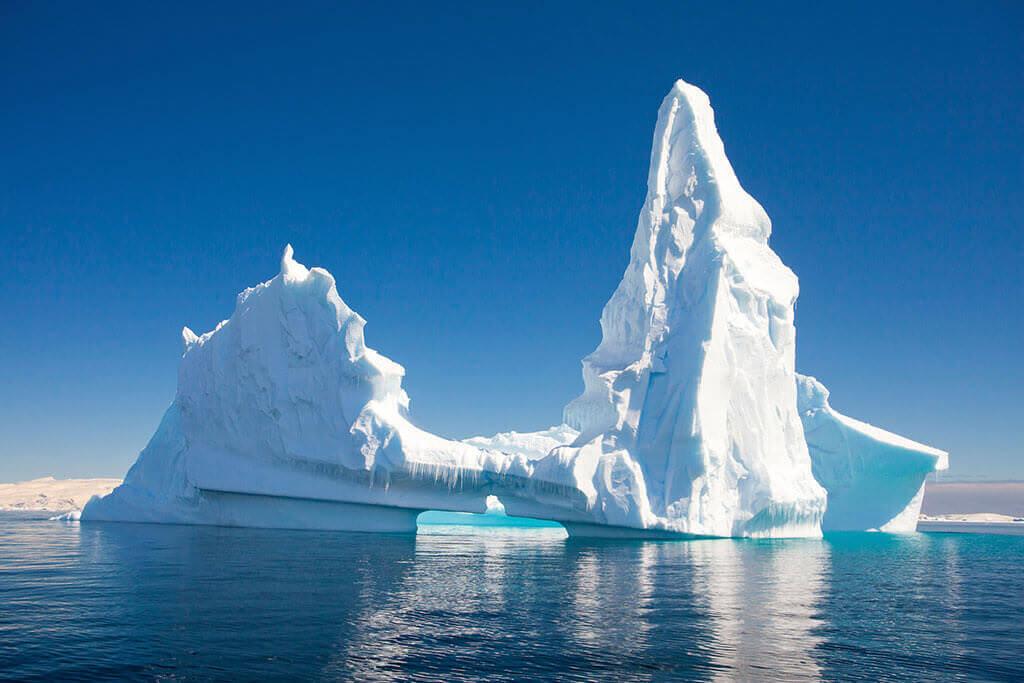 antarktis_eisberg_blauer_himmel01_l